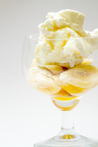 Bananas, ice cream, whipped cream and sirup.