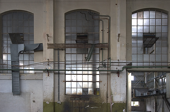 A beautiful morning in an old munition factory (with the photoclub). Made some nice photos.