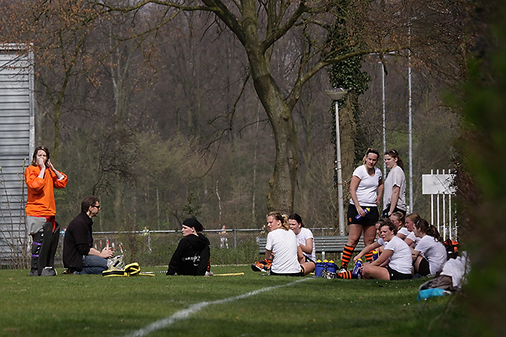 I had a very nice afternoon, just sitting in the grass, enjoying the game and the sun (and making photos).