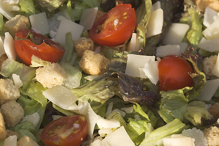 Busy with my holiday photos, so just a quick photo of a salad in the evening sun