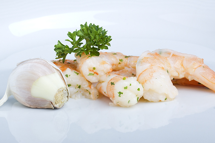Bought the shrimps (with garlic) at the supermarket. Added the garlic and the parsley for the decoration.